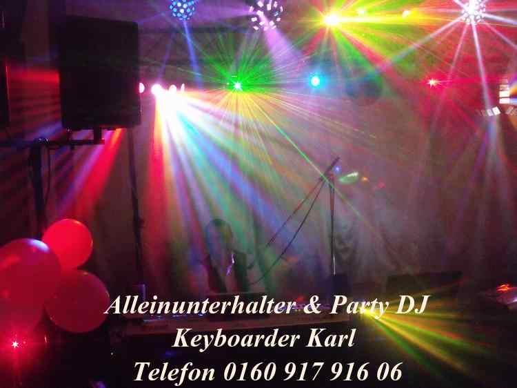 Alleinunterhalter Köln Entertainer und Pary Musiker Keyboarder karl hier als DJ Köln und Live Musiker Köln