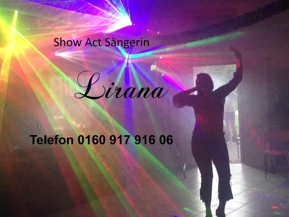 Weihnachts Show Act Sängerin lirana mit dem Lied Last Christmas, Jingle Bells, Süßer die Glocken u.s.w..