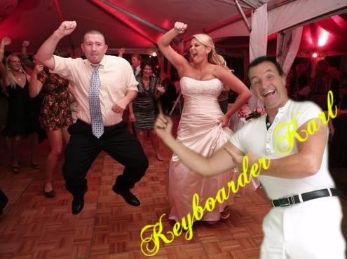 Alleinunterhalter Hessen bei Hochzeit - beim Alleinunterhalter Hessen mit dem Künstler Namen Keyboarder Karl tobt der Bär