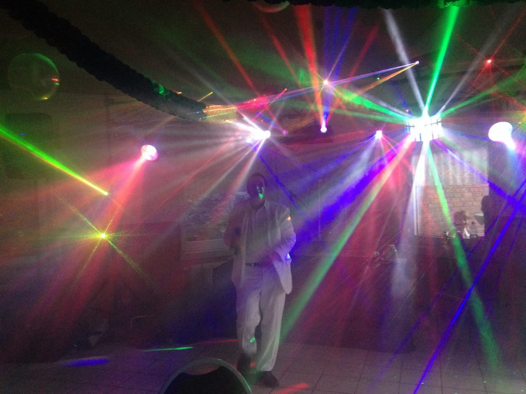 Alleinunterhalter Köln Entertainer Köln und Discjockey Köln Beispiel der eigenen Licht Technik